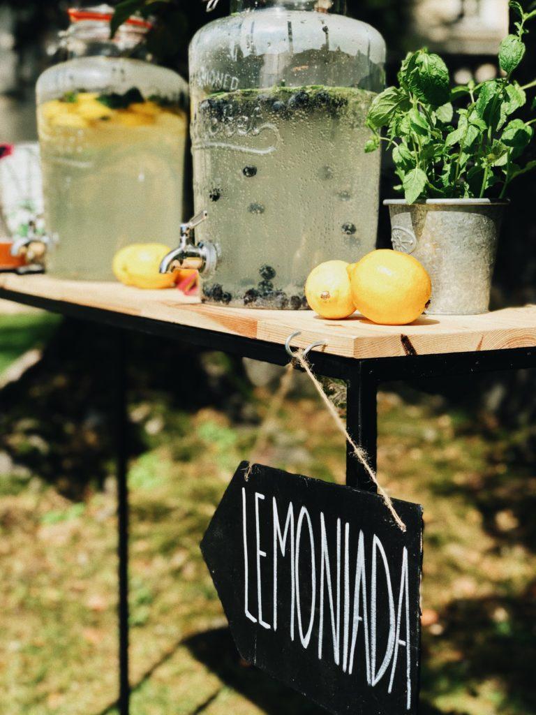 lemoniada, bar z lemoniadą